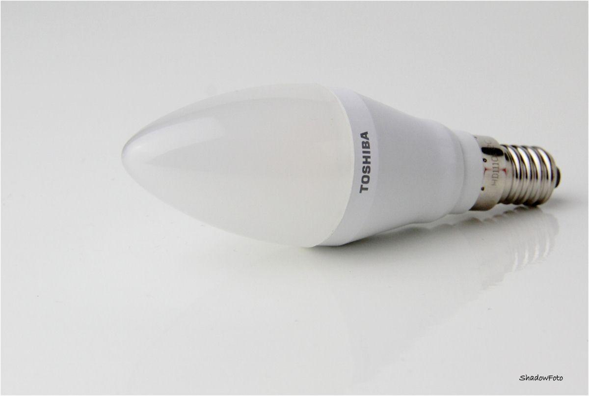 1_Toshiba LED Kerze E14 matt, 6W warmweiß, 2700K, 250lm